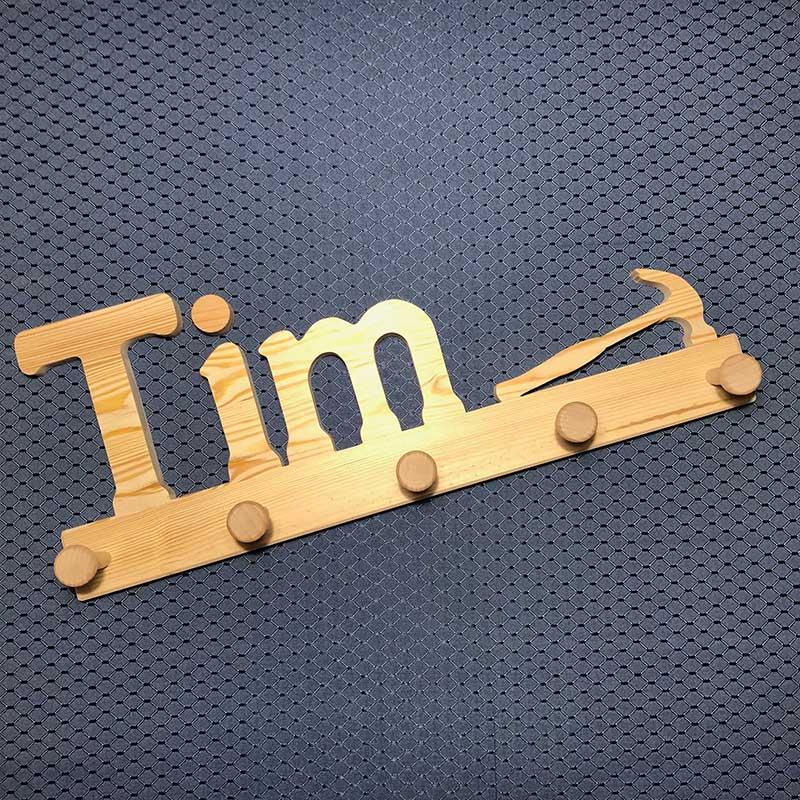 Holzgarderobe Tim mit Werkzeug